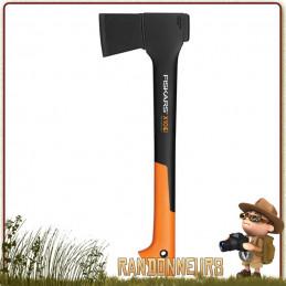 Hache universelle X10 Fiskars pour fendre le bois sur un bivouac bushcraft et couper des buches
