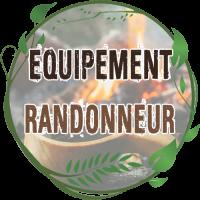 équipement du randonneur bushcraft boussole compac porte carte tout l'équipement pour randonner en forêt